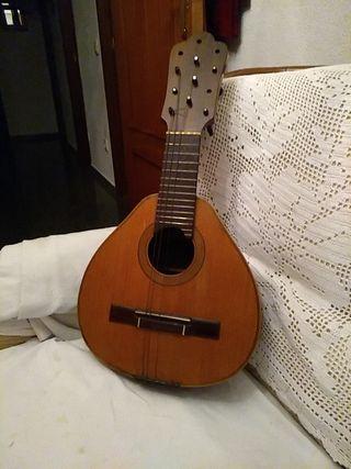 mandolina muy antigua