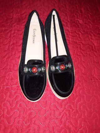 zapatos con bordado