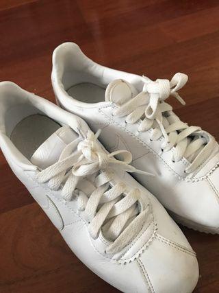 Zapatillas Nike Blancas de segunda mano en WALLAPOP