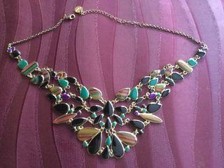 Bonito collar de fantasía de la marca DESIGUAL