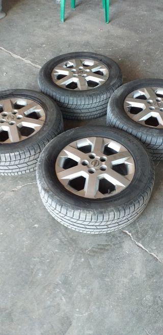 se vende 4 ruedas de 0pel con neumáticos 225.55.16