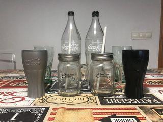 Conjunto de botellas y vasos de coca cola y Barcel