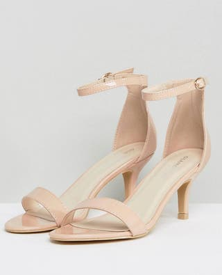 Sandalias con tacón bajo