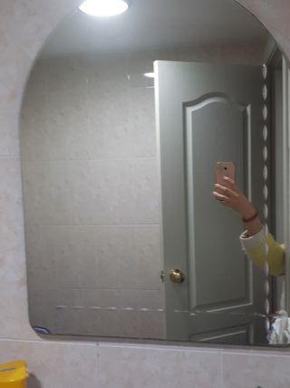 Espejo de baño con viselado decorativo