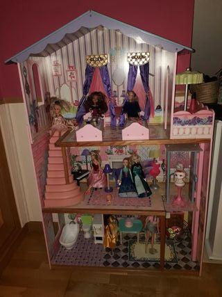 Casa de muñecas Barbi de gran tamaño.