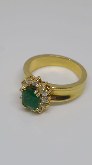 anillo de esmeralda con con diamantes