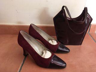 Zapatos y bolso granate a juego