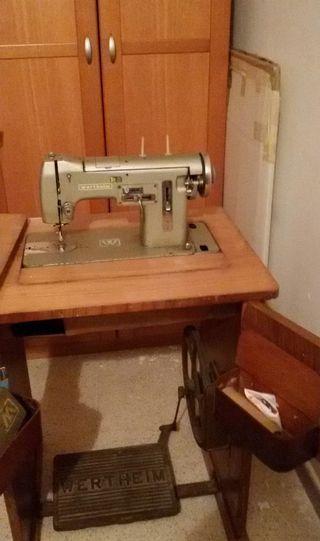 Maquina de coser años 70