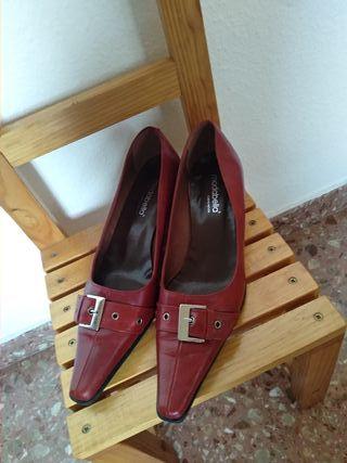Zapatos de tacón burdeos