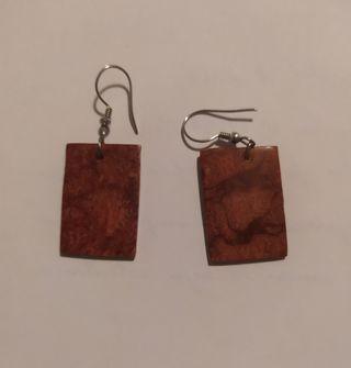 pendientes largos rectangulares rojo/granate
