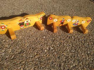 Dos Percheros infantiles de madera maciza