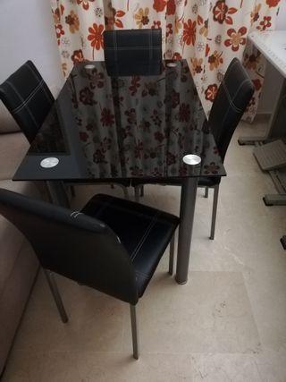 mesa de cristal con 4 sillas