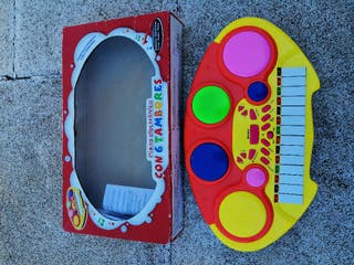 Piano infantil con 6 tambores percusión