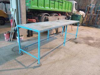 taula de ferro amb rodes