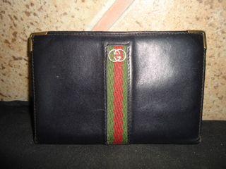 monedero o cartera gucci piel, mide de ancho 14 cm