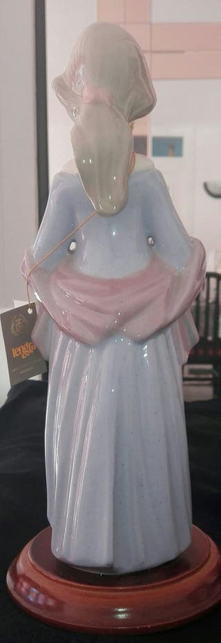Figura de porcelana fina. VINTAGE
