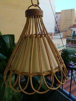 LAMPARA ANTIGUA DE MIMBRE .