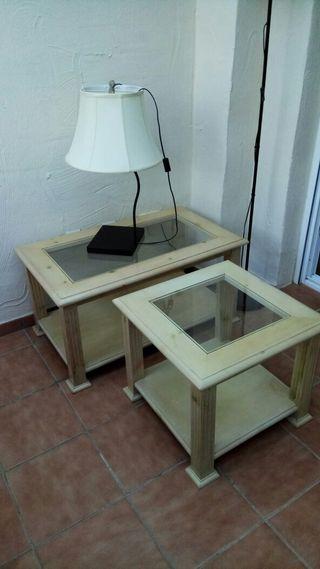mesas y lámpara