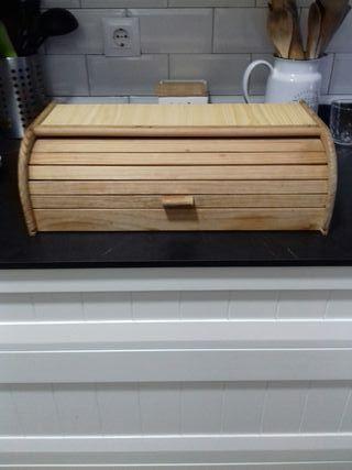 Panera de madera de pino en bruto
