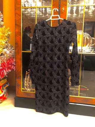 Vestido negro fiesta con hombrera y brillos