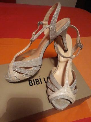 Zapatos plateados invitada boda o evento