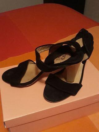 Zapatos de tacon negros cuero y ante