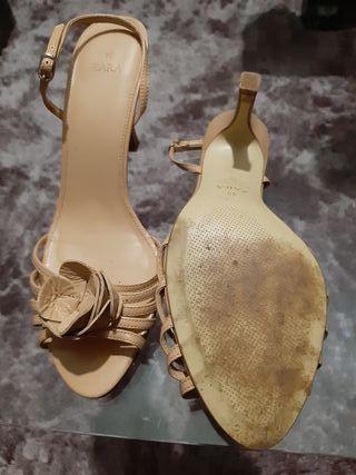 Sandalia color maquillaje Zara
