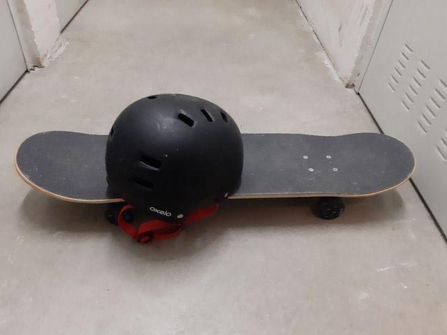 Monopatin más casco
