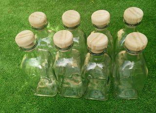 botellas, cristal y tapon madera.
