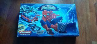 scalestric spiderman con dos coches.