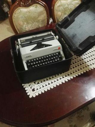 makina de escribir OLYMPIA Mónica