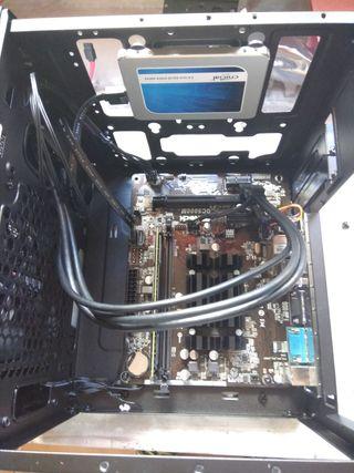 CPU tipo cubo.