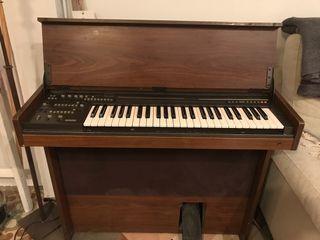 Órgano Yamaha