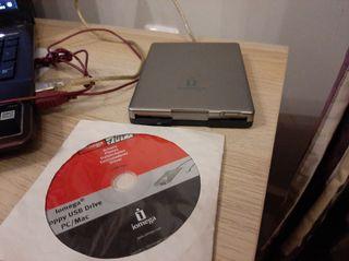"""disquetera 3.5"""" iomega floppy."""