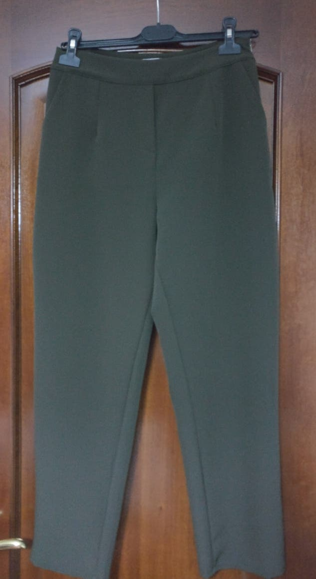 Pantalón verde kaki (Talla M).