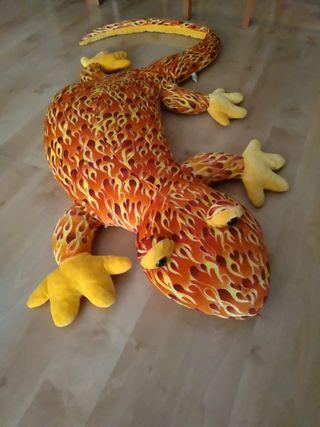 Peluche de salamandra gigante