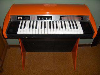 Órgano teclado de los 70