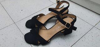 zapatos tacón negro
