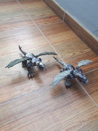 Dragones de juguete.