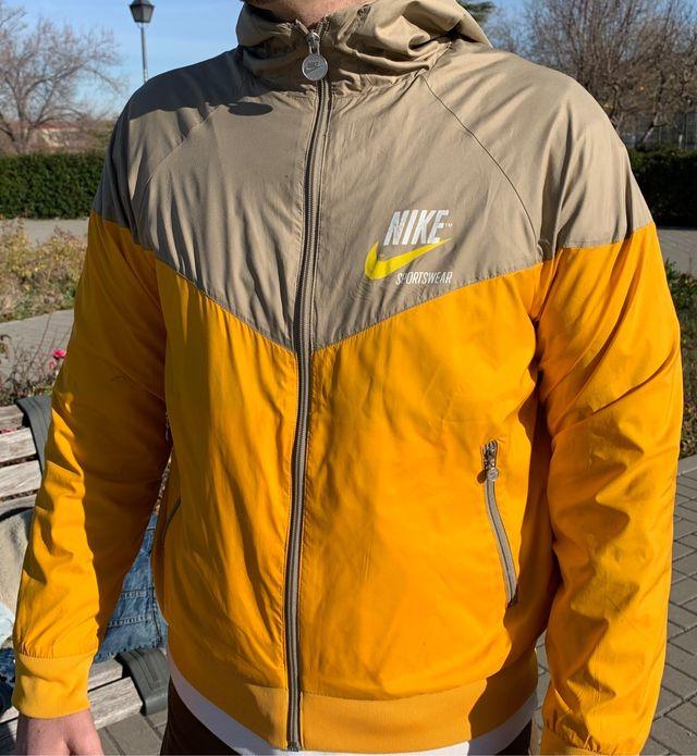 antena consonante Mandíbula de la muerte  Chaqueta nike amarilla. Edicion limitada.air max, de segunda mano por 40 €  en Madrid en WALLAPOP