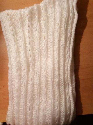 bufanda redonda y blanca