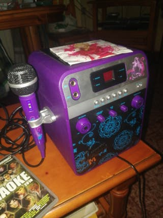 Karaoke con micrófono y varios discos