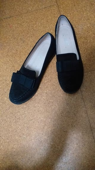 Zapatos negros muy cómodos