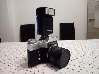 Cámara de fotos reflex ZENIT E, y Flash Unomat