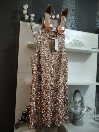 vestido de mango y sandalias