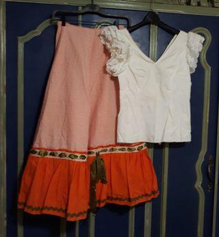 Falda y blusa Rociera. Color naranja y blanco