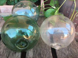Dos Antiguas boyas de marinero de cristal soplado