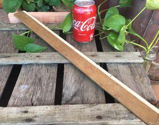 Antigua regla de madera