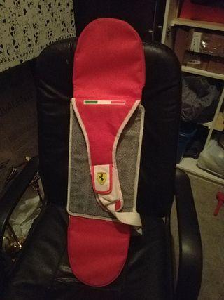 monopatín Ferrari con mochila como nuevo