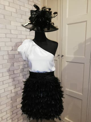 Falda de plumas de avestruz negra